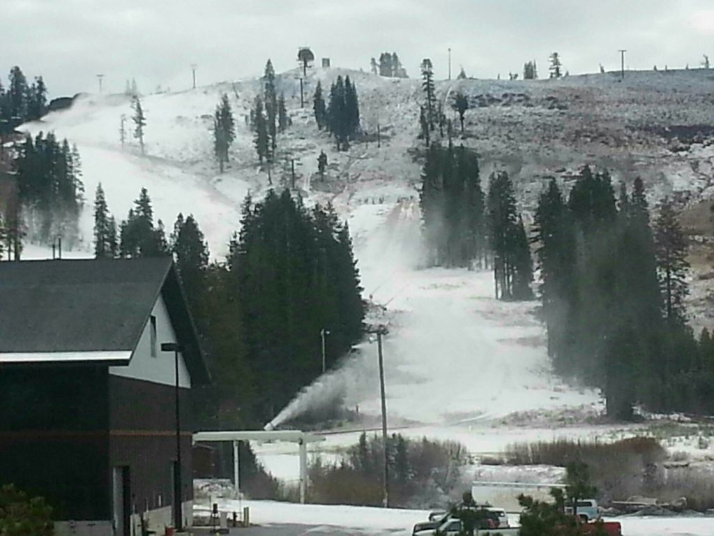 Boreal's snow guns were blazing today at 10 am. Photo by TGR member Lepistoir